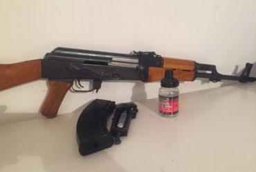 Vends AK-47 déminéralisée en air-softs cal  4,5 tir bille acier C002