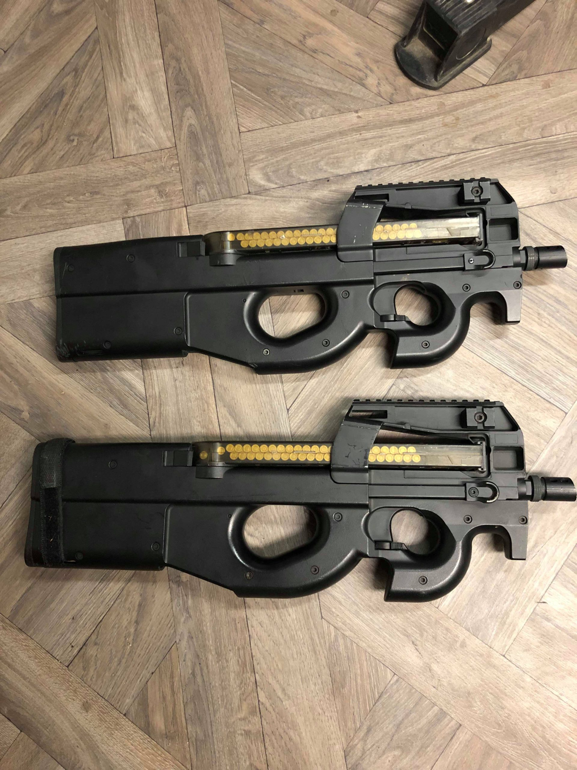 2 P90 + 5 chargeurs