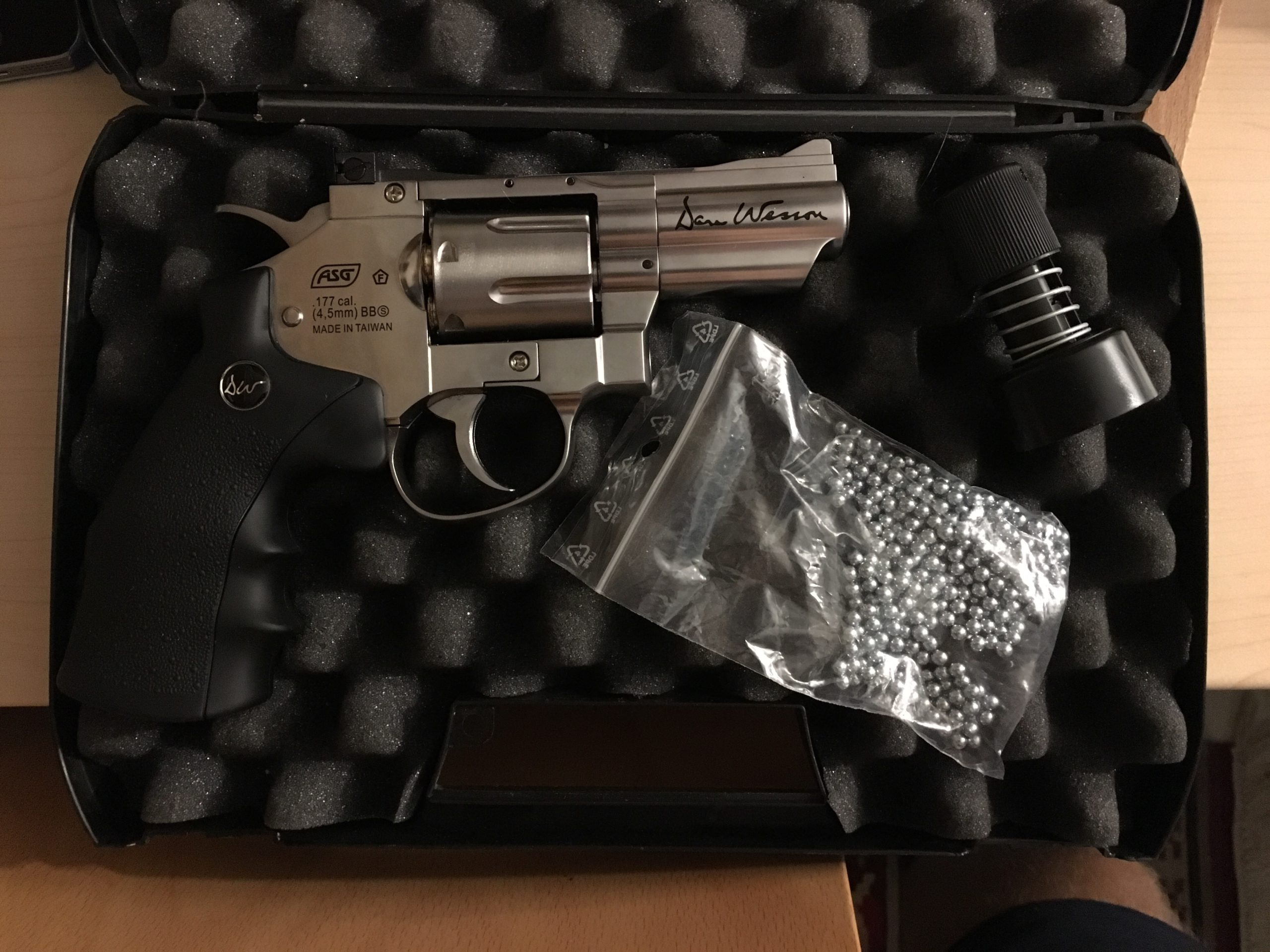 AIRGUN DAN WESSON CO2 2,5'' CHROME FULL METAL PLOMBS 4.5