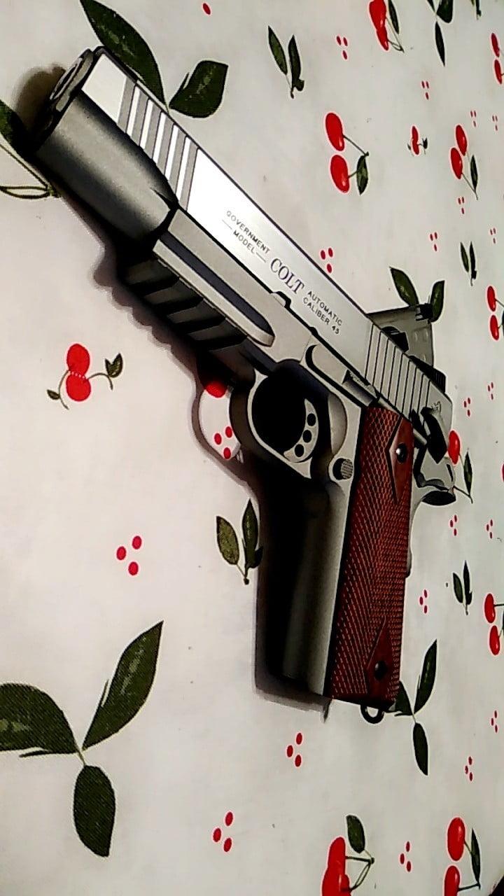Colt 1911 plus holster rigide
