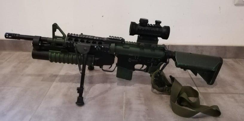 M4A1 et lance grenade
