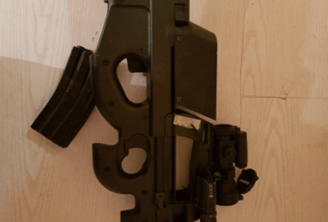 P90 silencieux + viseur laser