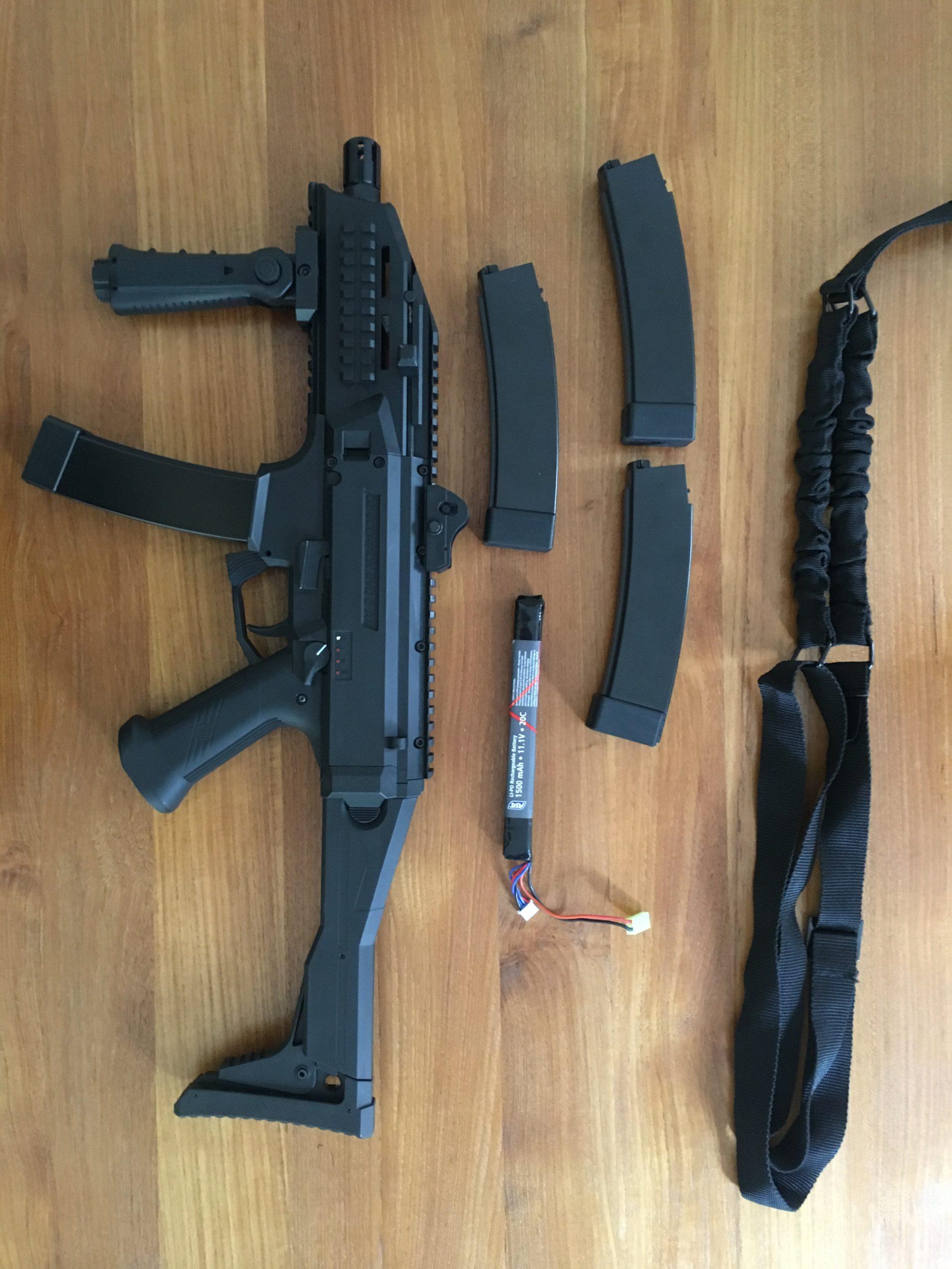 EVO scorpion ( de chez ASG )  état neuf + équipements