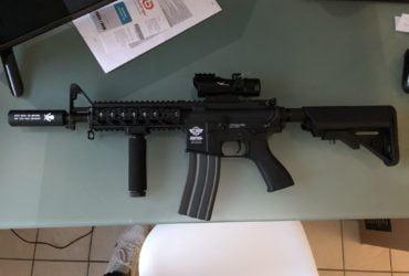 Réplique M4 neuve avec accessoires